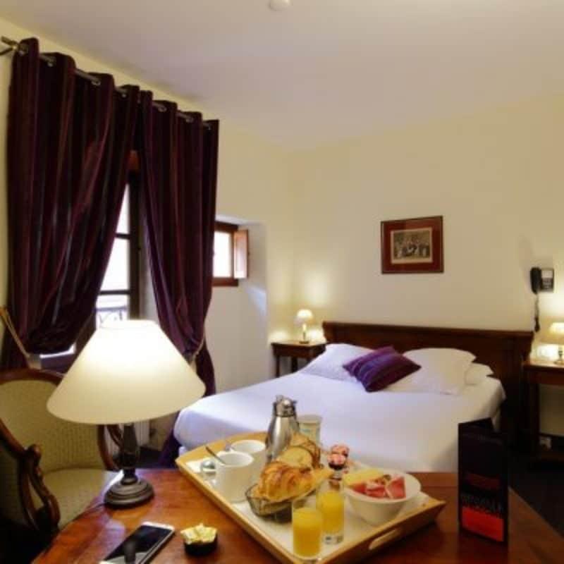 Chambre double à l'hôtel la couleuvrine à Sarlat